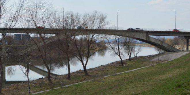 Am propus ca, o dată cu reabilitarea podului, acesta să fie și iluminat arhitectural.